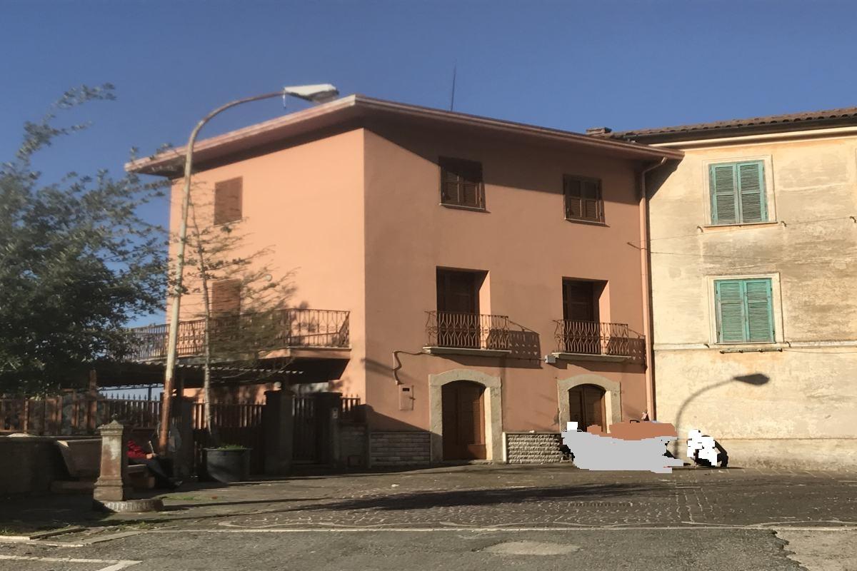 Frosinone Supino Vendesi Casa indipendente con terrazzo e terreno