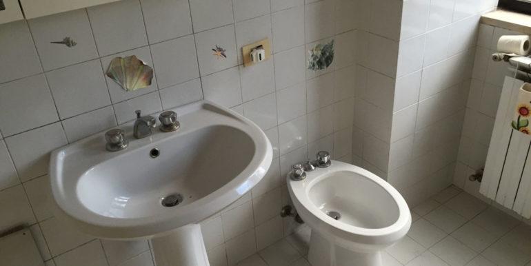 vendesi-ufficio-frosinone-corso-lazio-bagno-5-lepinia-immobiliare