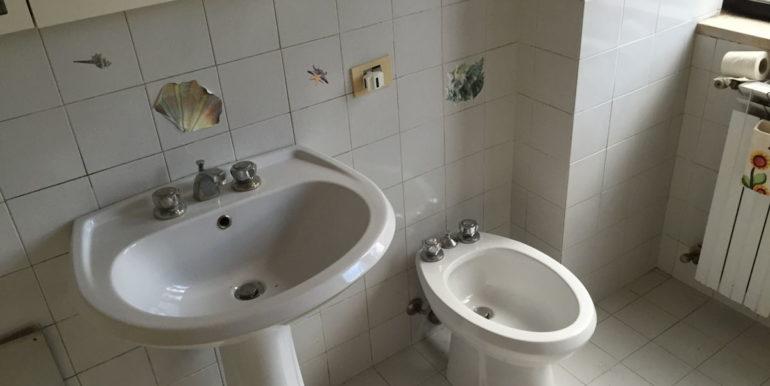 vendesi-ufficio-frosinone-corso-lazio-bagno-9-lepinia-immobiliare