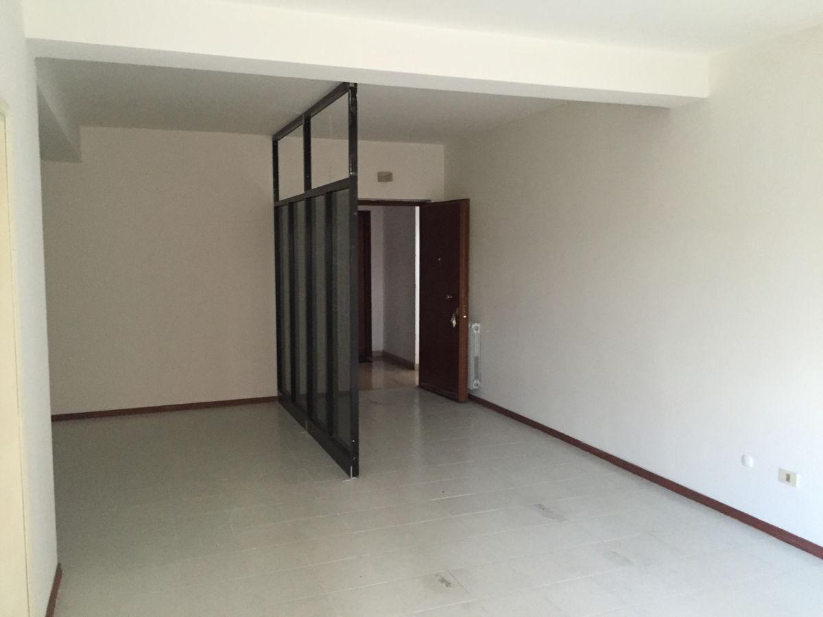 Vendesi ufficio frosinone lepinia immobiliare for Vendesi ufficio roma