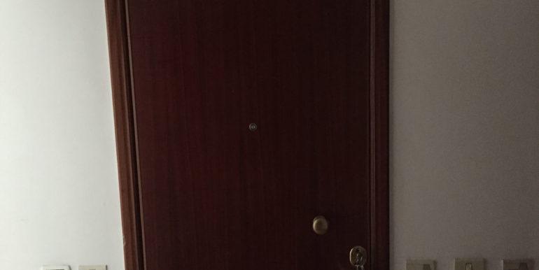 vendesi-ufficio-frosinone-corso-lazio-porta-ingresso-ufficio-lepinia-immobiliare