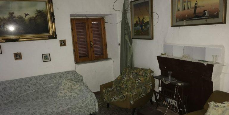 casa-indipendente-con-terreno-vendesi-supino-frosinone-lepinia-immobiliare-tel-0775226292-1