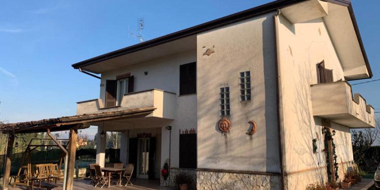 villa-con-terreno-e-magazzino-vendesi-supino-frosinone-lepinia-immobiliare-euro-250000-tel-0775226292-74