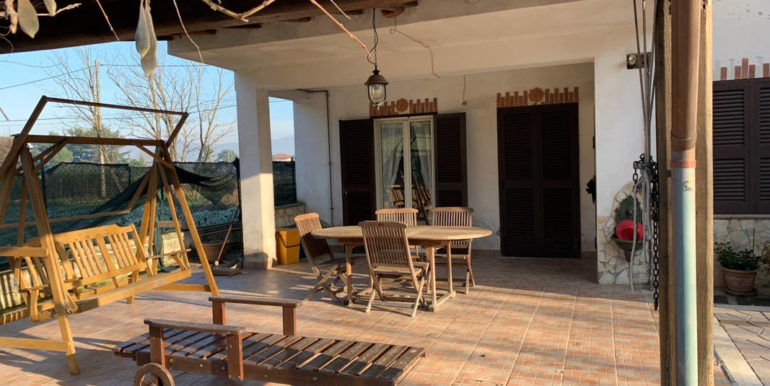 villa-con-terreno-e-magazzino-vendesi-supino-frosinone-lepinia-immobiliare-euro-250000-tel-0775226292-77