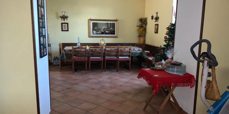 villa-con-terreno-e-magazzino-vendesi-supino-frosinone-lepinia-immobiliare-euro-250000-tel-0775226292-82