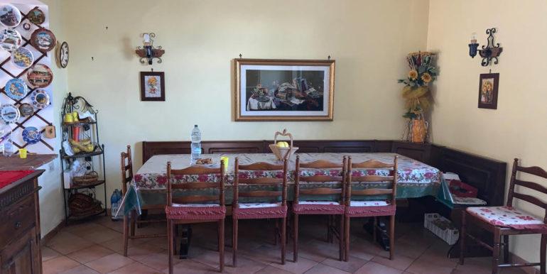 villa-con-terreno-e-magazzino-vendesi-supino-frosinone-lepinia-immobiliare-euro-250000-tel-0775226292-85