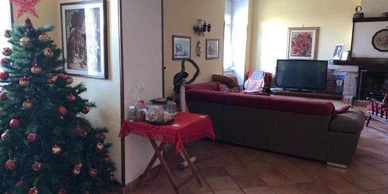 villa-con-terreno-e-magazzino-vendesi-supino-frosinone-lepinia-immobiliare-euro-250000-tel-0775226292-87